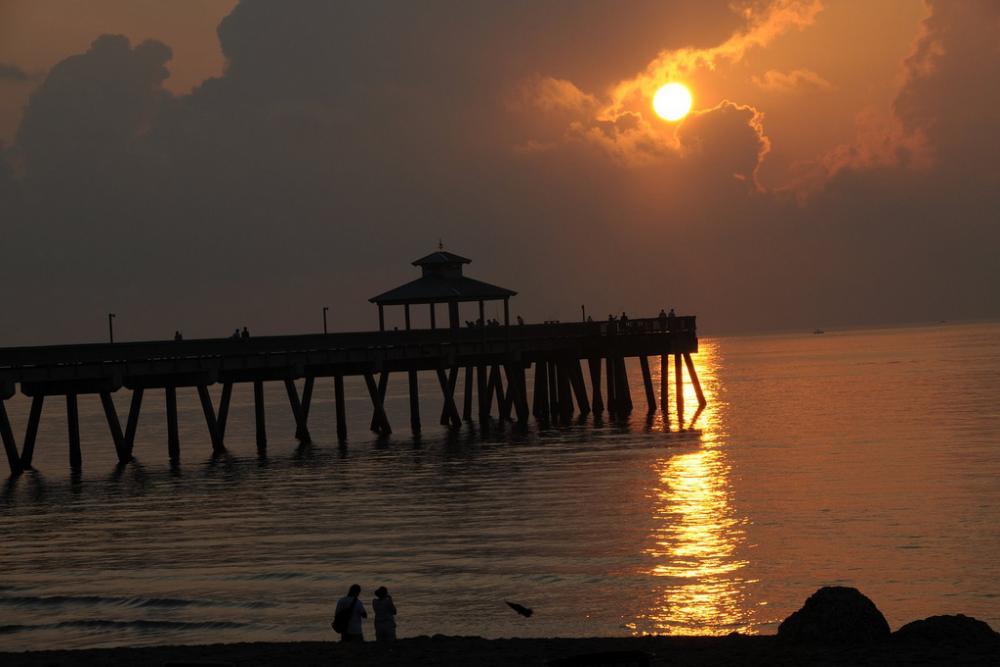 Florida beach towns|2939432819_75ebe485ba_b.jpg|5751484700_dba70c48f0_b.jpg|Santa Rosa Beach.jpg|Tarpon Springs.jpg|Destin.jpg|St. Augustine.jpg|Fort Myers.jpg|Vero Beach.jpg|Cedar Key.jpg|Deerfield Beach.jpg