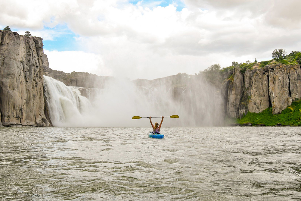 Visitors are drawn to Southern Idaho's stunning waterfalls |Shoshone Falls - Visitors Are Drawn to Southern Idaho's Stunning Waterfalls